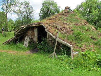 iron-age-hut-1687470_1920.jpg