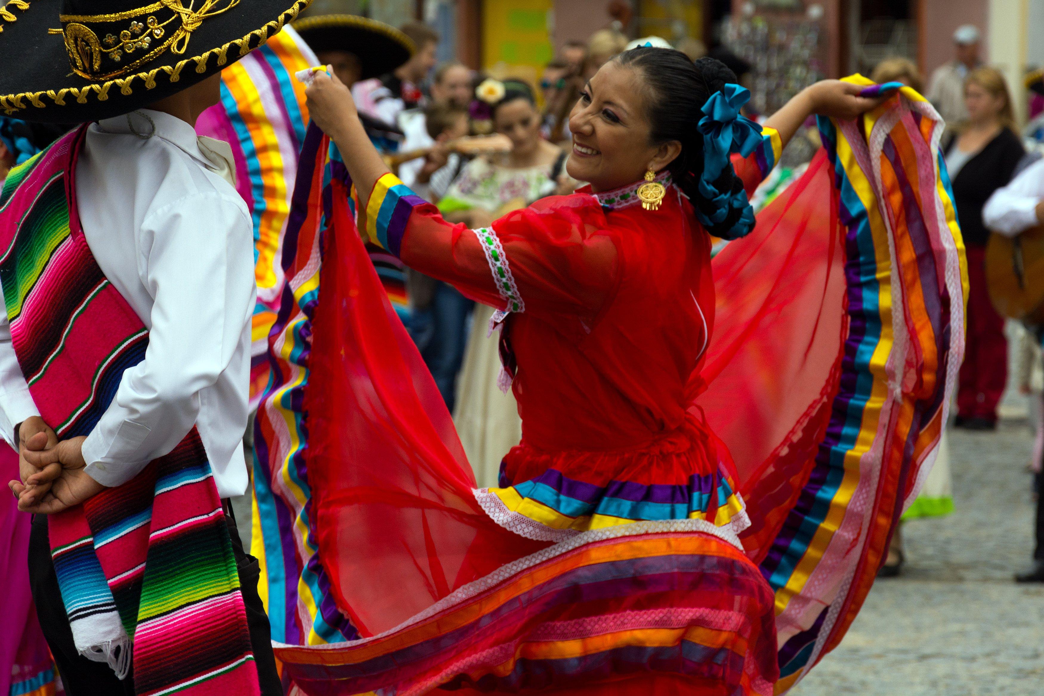 mexican-fiesta-dancers.jpg