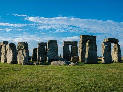 stonehenge-3186462_1920.jpg